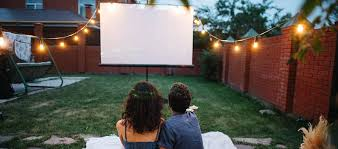 Can a projector work outside during the day